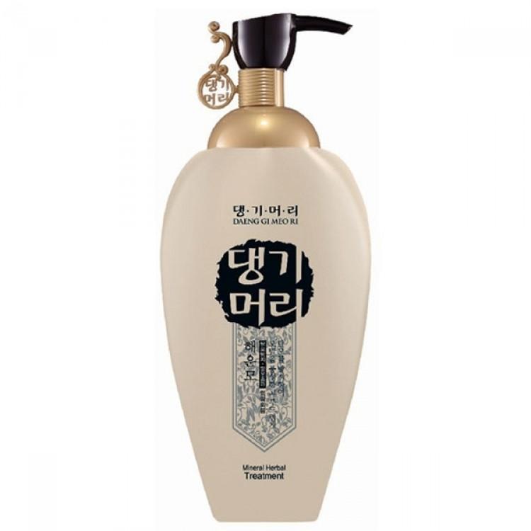 Купить Кондиционеры для волос Daeng Gi Meo Ri, Кондиционер Daeng Gi Meo Ri Mineral Herbal Treatment минеральный на основе целебных трав 500 мл